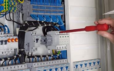 Construcción de tableros de control y potencia